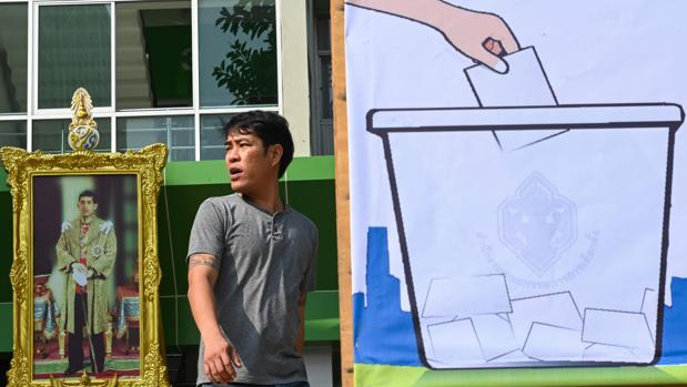 Tailandia vota en unas «elecciones a medida» para que el Ejército no pierda el poder