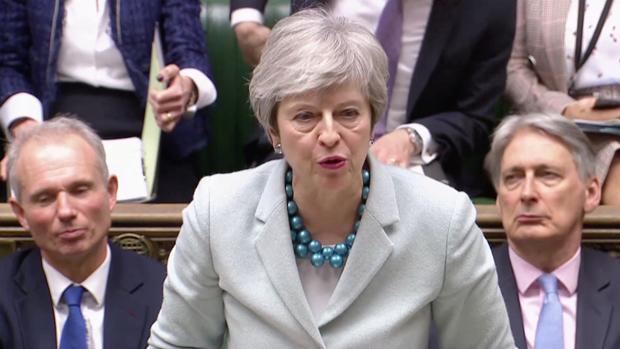 Theresa May, durante su intervención ante la Cámara de los Comunes este lunes