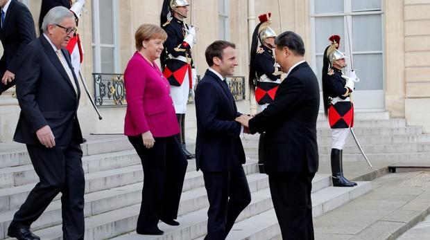 Juncker, Merkel y Macron reciben a Xi Jinping en el Elíseo
