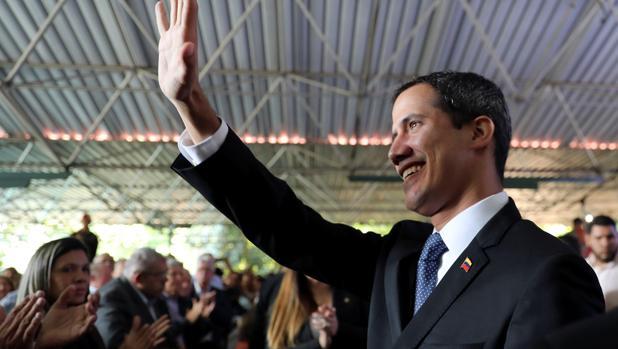 Maduro ordena inhabilitar políticamente a Guaidó durante 15 años