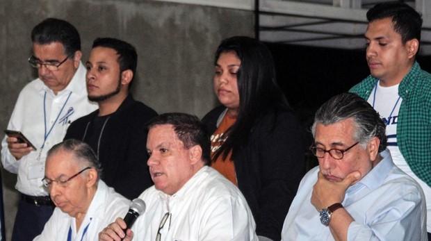 Miembros de la Alianza Cívica y representantes del Gobierno de Daniel Ortega, durante la rueda de prensa ofrecida ayer en Managua