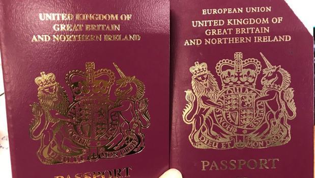 Resultado de imagen para Fotos de los nuevos pasaportes expedidos por Reino Unido