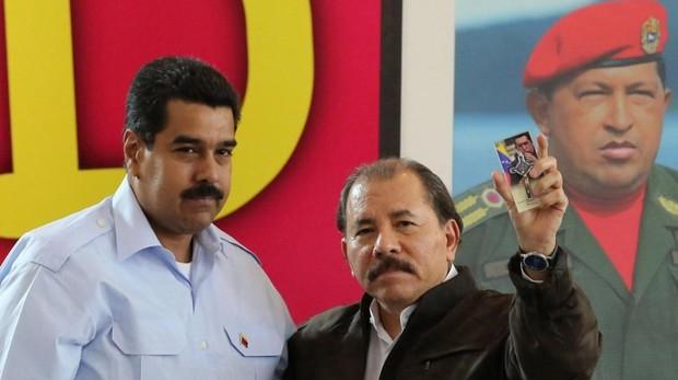 Daniel Ortega, (derecha) durante una visita a Nicolás Maduro en Venezuela
