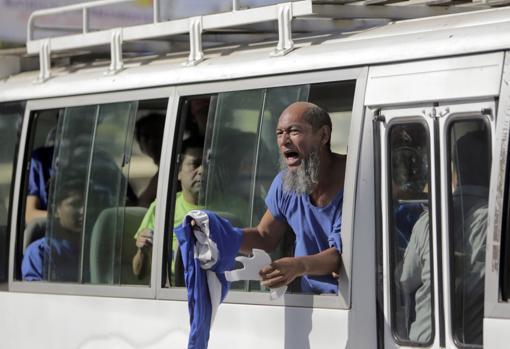 Excarcelación de un centenar de presos polítivos , a los que se dio casa por cárcel, a finales de febrero