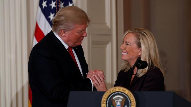 Donald Trump prescinde de su ministra responsable de inmigración