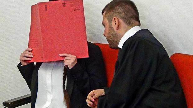 Juzgan en Alemania a una militante de Daesh que esclavizó y dejó morir de sed a una niña de 5 años Juicio-daesh-kwPG--620x349@abc