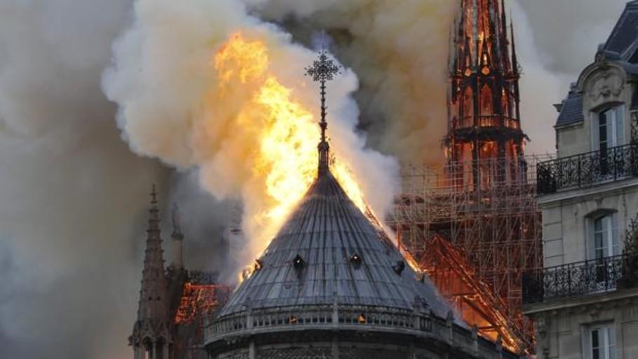 Macron suspende un discurso a la nación y se traslada hasta el lugar del incendio de Notre Dame