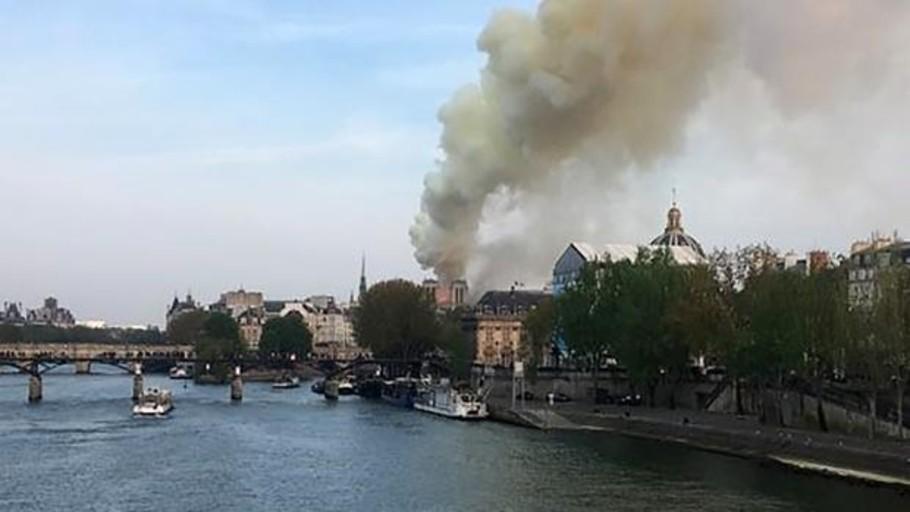 Alarma por un incendio en la catedral de Notre Dame de París