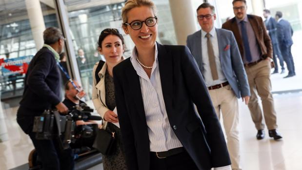 Multa de 400.000 euros a los ultras alemanes por financiación ilegal