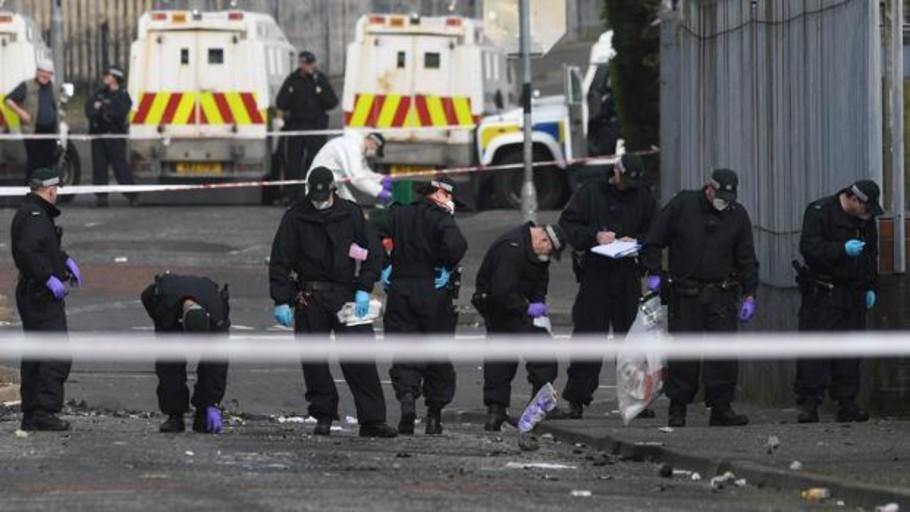 Detienen a dos jóvenes por el asesinato de una periodista en Irlanda del Norte
