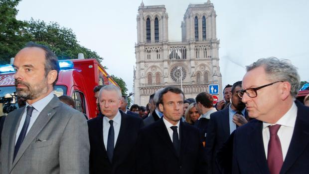 El presidente Emmanuel Macron, en Notre Dame después del incendio