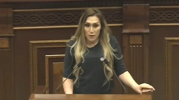 Lilit Martirosyan, durante su intervención en la Asamblea de Armenia