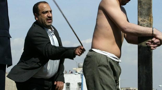 Irán flagela y ejecuta a dos menores de edad tras un proceso judicial denunciado por irregularidades