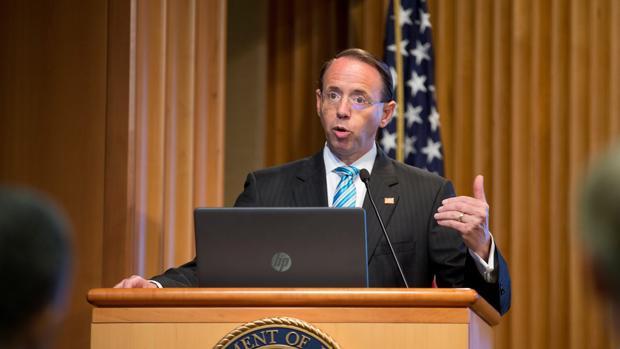 Dimite el viceministro que abrió la investigación sobre Rusia y Trump