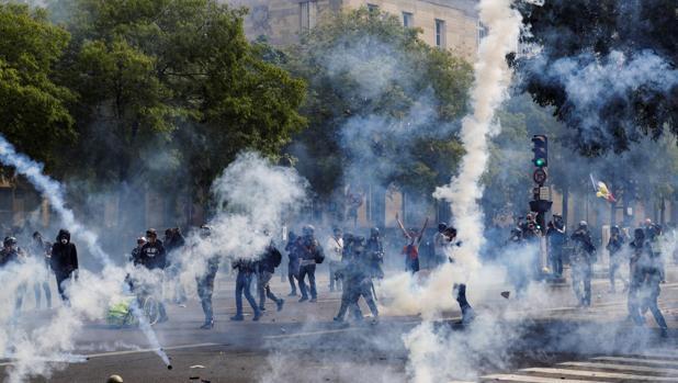 Violencia e incendios en el Primero de Mayo en París