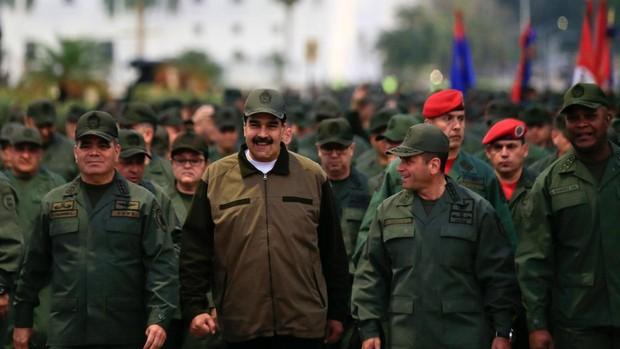 Maduro amenaza con «cortarles la cabeza» a los conspiradores