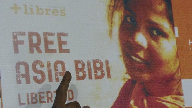 La católica Asia Bibi deja Pakistán para reunirse con su familia en Canadá