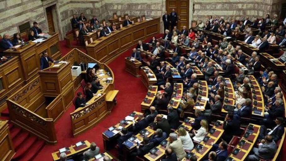 La oposición griega pierde la moción de censura contra Pavlo Polakis, polémico viceministro del gobierno