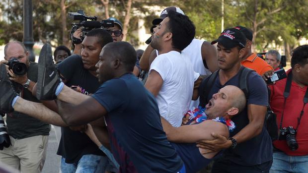 Cuba reprime la marcha gay no autorizada