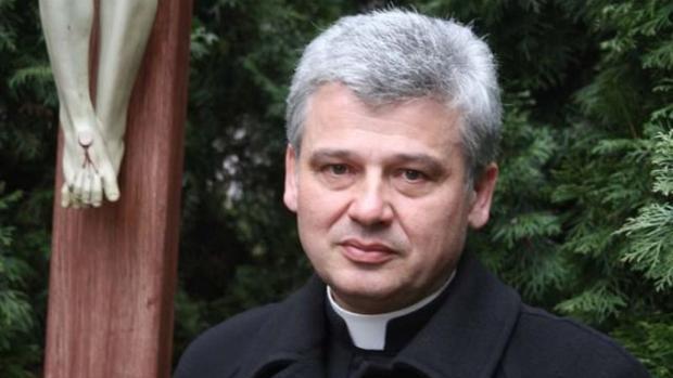 El cardenal que se saltó la ley para restablecer la luz de un edificio ocupado en Roma