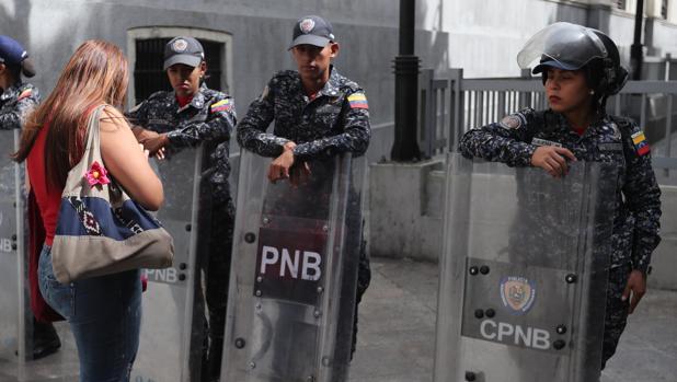 Las fuerzas de Maduro ocupan el Parlamento con un fuerte operativo policial y militar