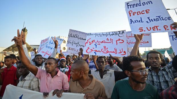 Sudán logra un acuerdo entre militares y civiles para una transición de tres años