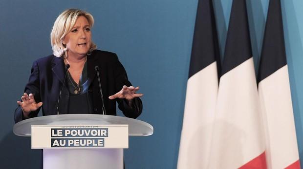 Le Pen mantiene su primer puesto para las europeas según todos los sondeos