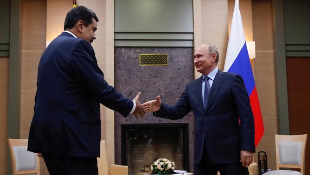 Maduro, asfixiado, pide a Moscú otra refinanciación de deuda