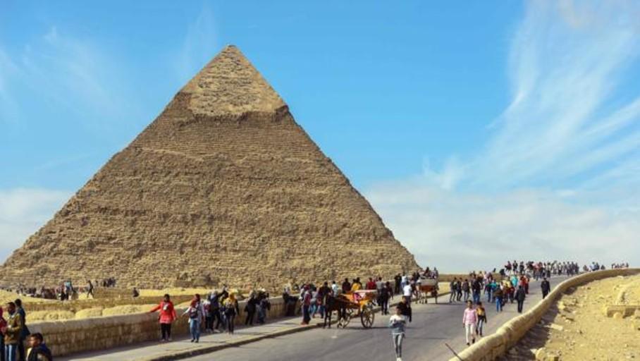 Al menos 12 heridos tras una explosión contra un autobús turístico en Egipto
