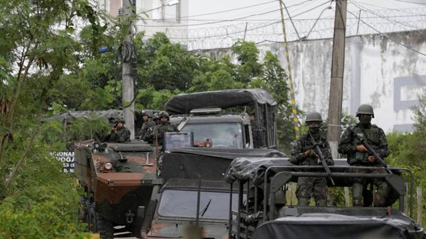 Siete hombres armados y encapuchados tirotean un bar de Brasil y dejan once muertos