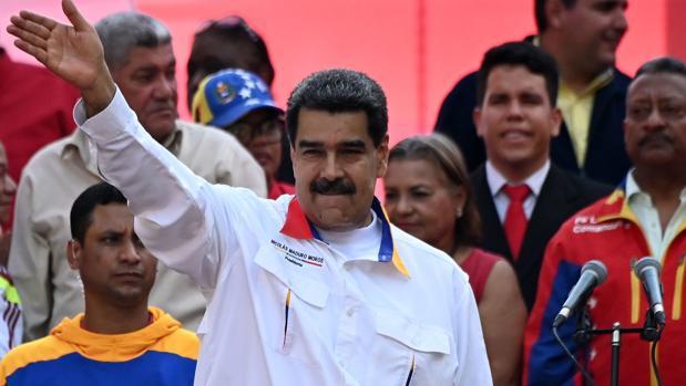 Maduro reta a la oposición y adelanta las elecciones a la Asamblea Nacional opositora