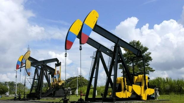 Una cigüeña de extracción de petróleo en Colombia