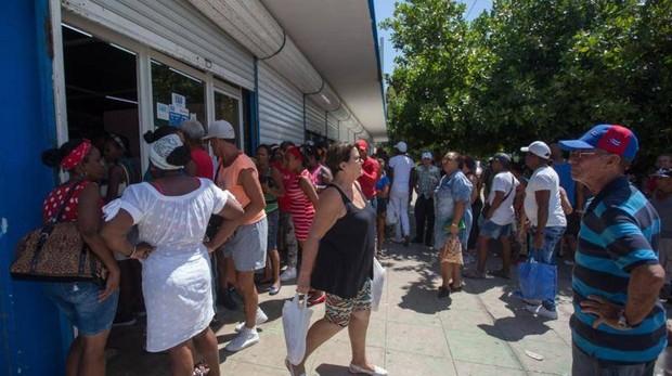 La escasez de alimentos convierte el pollo en artículo de lujo en Cuba