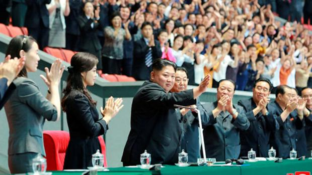 Kim Jong-un, decepcionado por la actuación de los artistas en un evento tradicional en Pyongyang