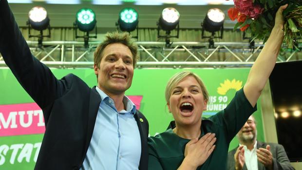 Los Verdes alcanzan a Merkel en las encuestas