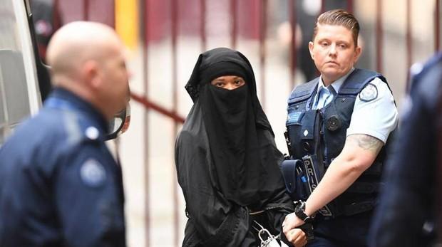 Condenan a una mujer bangladesí por terrorismo tras apuñalar a su casero