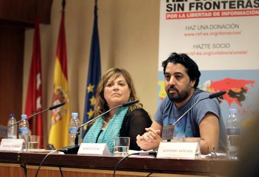 Los periodistas Edith R. Cachera (RSF) y Ahmed Ettaji (Equipe Media), ayer