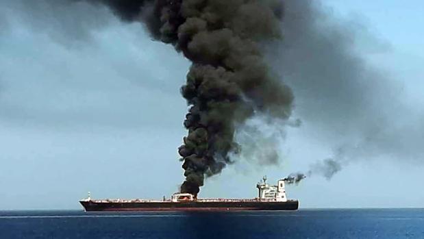 El ataque a dos petroleros en el golfo de Omán dispara la tensión