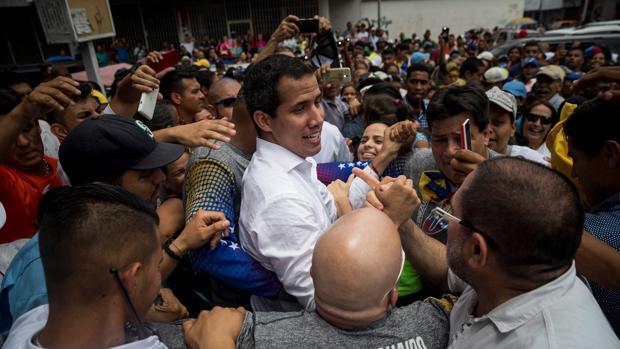 Dos ayudantes de Guaidó en Colombia, acusados de desvío de fondos de ayuda humanitaria