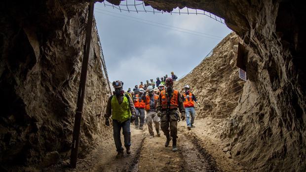 Rescatan en una mina de Chile a un obrero vivo, otro muerto y buscan al tercero