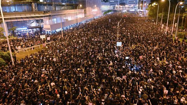 Otra gigantesca manifestación invade Hong Kong por la retirada de la ley de extradición a China