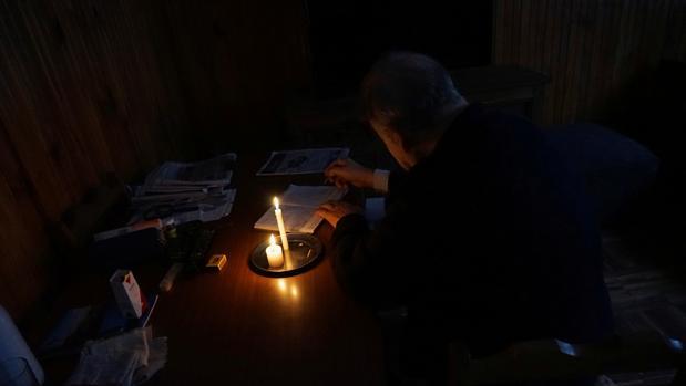 Argentina recupera la electricidad tras sufrir un histórico apagón en día electoral