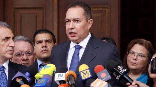 El diputado opositor venezolano Richard Blanco también huye a Colombia