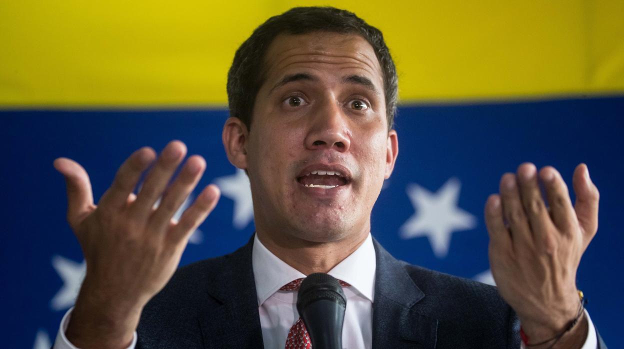 Guaidó aparta a sus dos colaboradores en Colombia y promueve una investigación internacional sobre la malversación de los 90.000 dólares