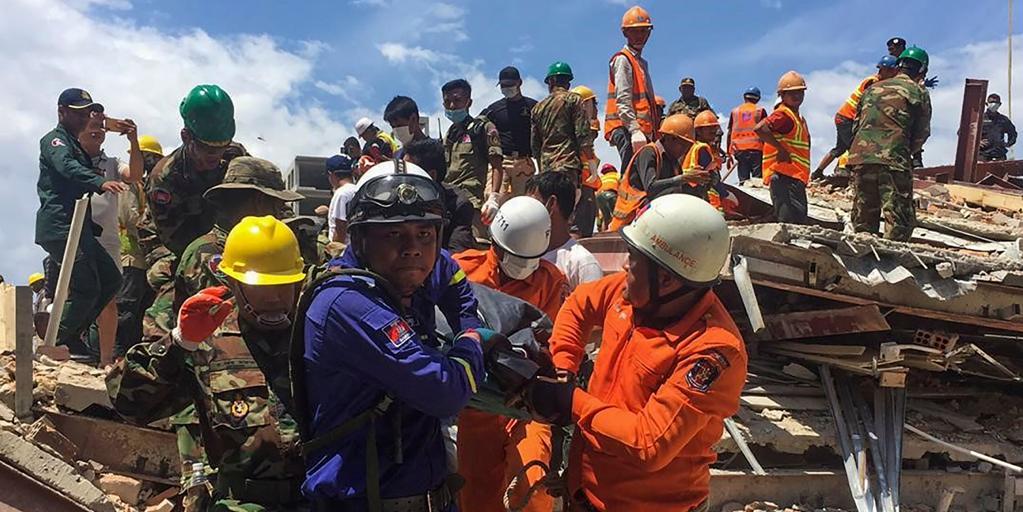Al menos siete muertos y 23 heridos al derrumbarse un edificio de siete plantas en Camboya