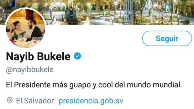 Bukele se describe como «El Presidente más guapo y cool del mundo mundial» en su Twitter