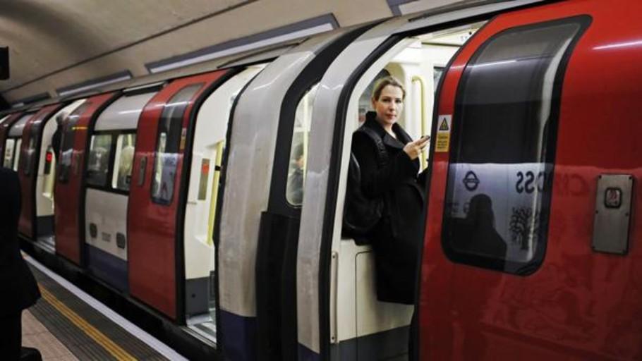 Condenan a cadena perpetua al hombre que empujó a un anciano a unas vías del metro en Londres