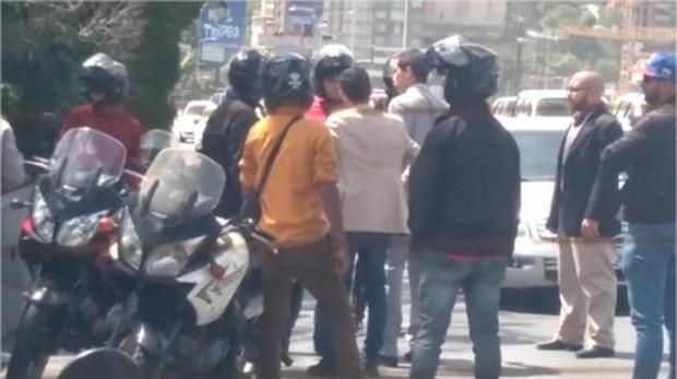 Guaidó impide el secuestro de sus colaboradores por un grupo de paramilitares en Caracas