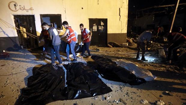 La ONU condena la muerte de 44 inmigrantes tras un bombardeo en Libia: «Puede ser un crimen de guerra»