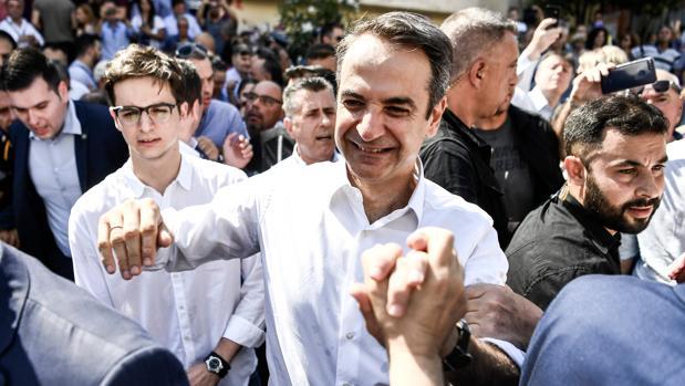 El conservador Mitsotakis arrolla a Tsipras en las elecciones en Grecia y logra mayoría absoluta